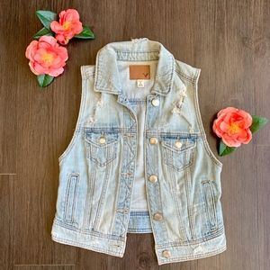 American Eagle Destroyed Denim Vest in Light Wash
